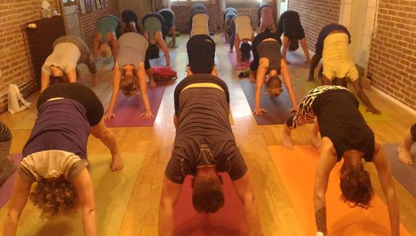16 déc | Matinée yoga pratique complète avec Neda